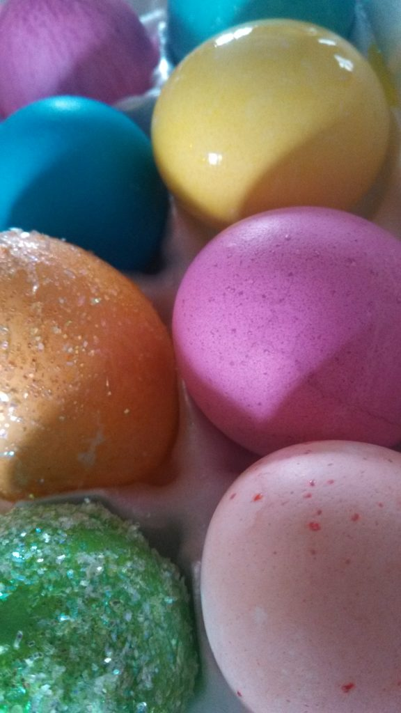 Naturally Dyed Easter Egg Tips #Easter