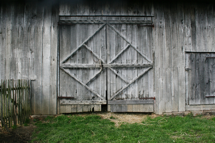 Creating a rustic look with barn doors for Porte de grange ancienne