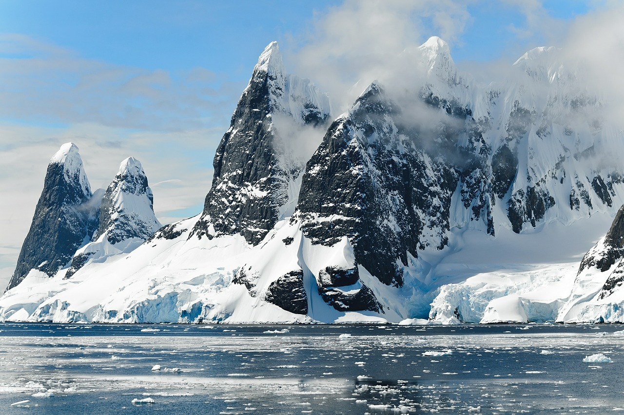 Nature Lovers Can Now Chill Out During A Day Trip To Antarctica
